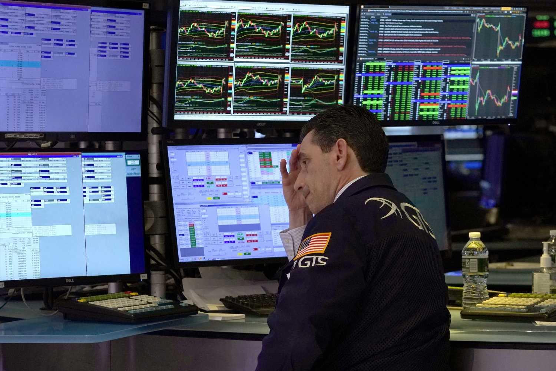 Dow drops more than 700 points as Wall Street awaits coronavirus response