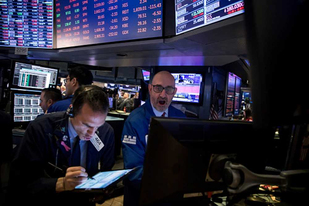 Dow closes down nearly 10 percent in biggest decline since 1987