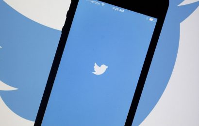Twitter Lowers Quarterly Sales Forecast, Warns of Loss in Period