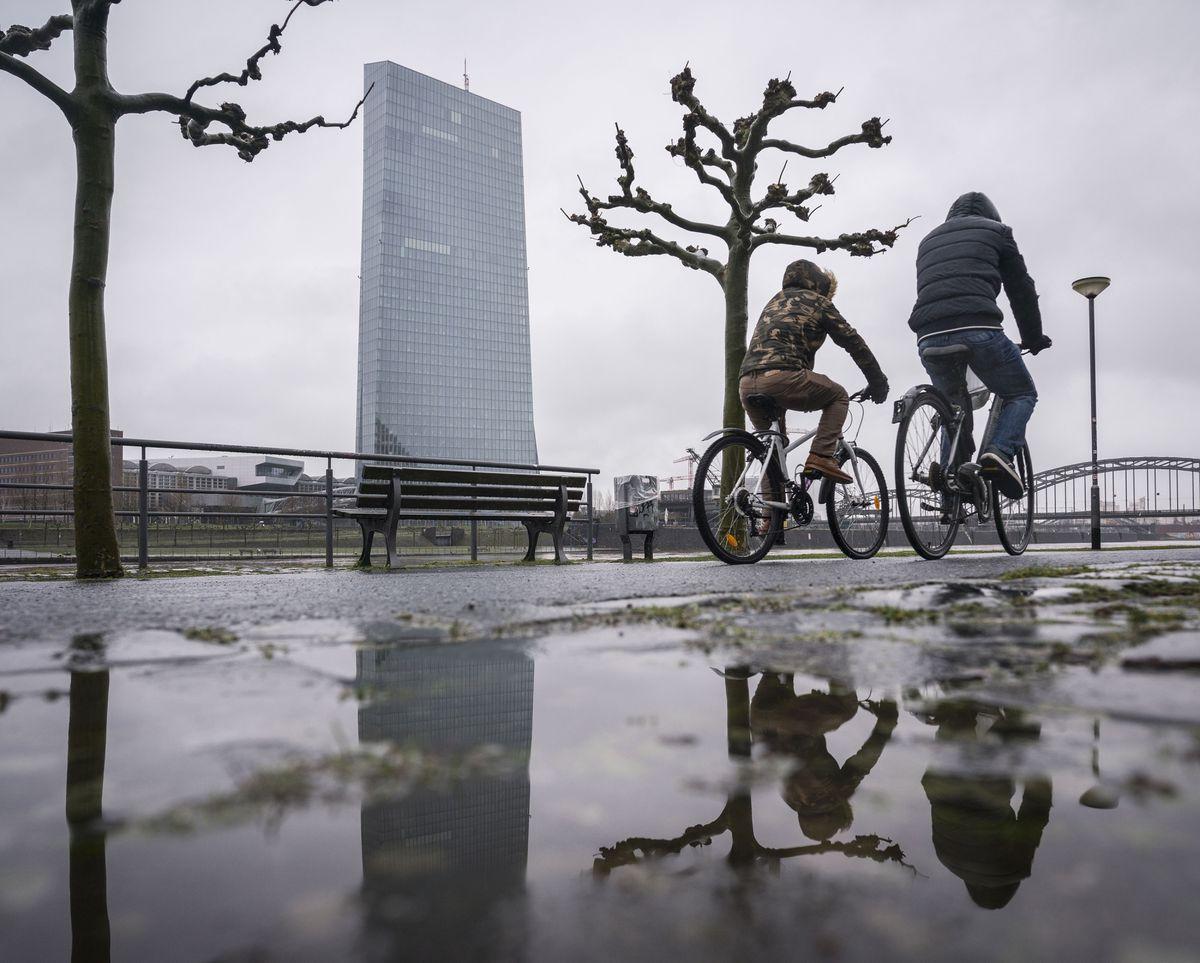 ECB Anti-Virus Kit May Be Mixed Bag for Banks, Goldman Says