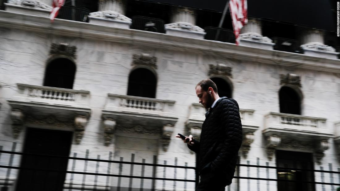 Dow plunges nearly 1000 points amid coronavirus concerns