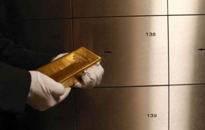 Gold's Powerful Rally Brings $1,800 Into View as Spreads Yawn