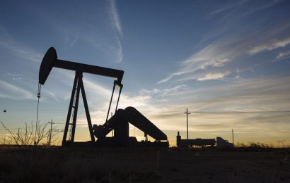 Oil Retreats After Sharp Rally on Doubts Over Price-War Truce