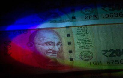 India Insurers Boost Cash, Stress Test Stocks on Market Swings