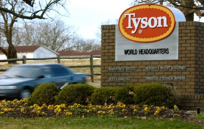 Tyson employee says HR told him, 'Come to work, you're safe'