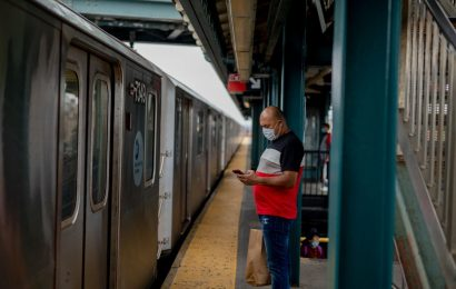 New York's Subway SystemFaces Deep CutsWithout Billions in Aid