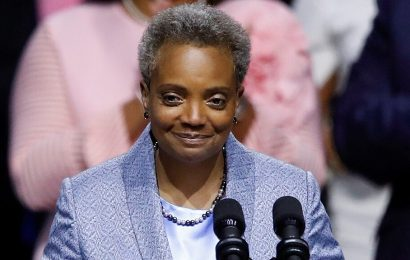 Chicago anti-police protesters target mayor's home after her call with Trump