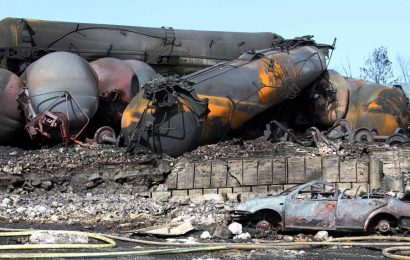 New Trump Rule Could Create 'Bomb Trains,' Environmentalists Say