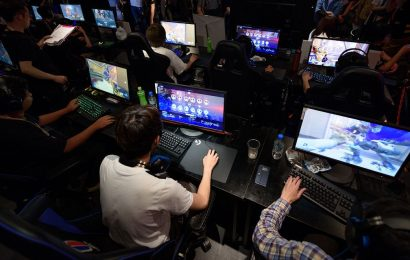 Blizzard Workers Organize on Company Slack Seeking Pay Increases