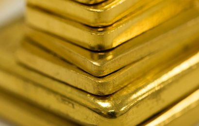 Gold Surges to Record as Week Opens With Spot Price Near $2,000