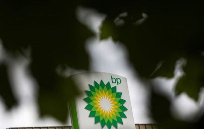 BP Cuts Dividend as Virus Hastens Moves to Curb Oil Output
