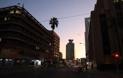 Zimbabwe Stocks Slide 21% After Resumption as Foreigners Flee