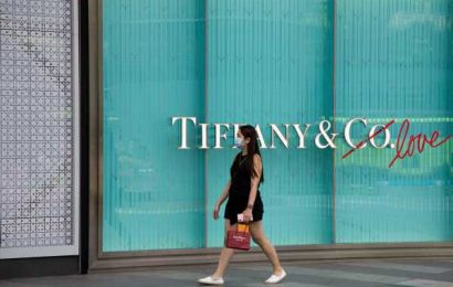 Tiffany Shares Rise With 29% Sales Drop Better Than Last Quarter