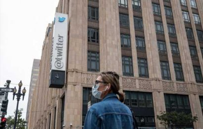 VMware, Twitter Cut Pay for Remote Workers Fleeing Bay Area