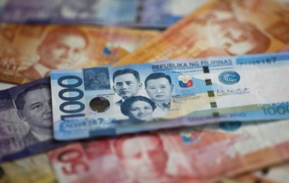 Philippine Peso Set for Best Quarterly Performance in a Decade