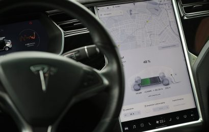 Tesla Suffers Network Outage Disabling Vehicles' Mobile App