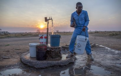 Zimbabwe's Second City Turns to Sewer Water After Pipes Run Dry
