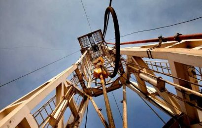 Oil Extends Biggest Drop in 3 Months as Demand Worries Escalate