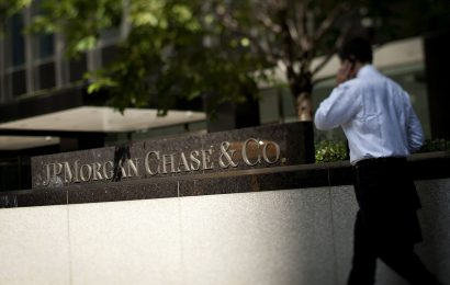 JPMorgan Tells Senior Traders to Restaff Offices by Sept. 21