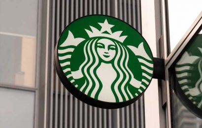 Starbucks links executive pay to workforce diversity goals