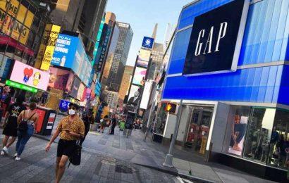 Gap plans holiday hiring to bulk up warehouses, call centers