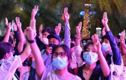 How Thai Protesters Are Using Emoticons to Stay Ahead of Police