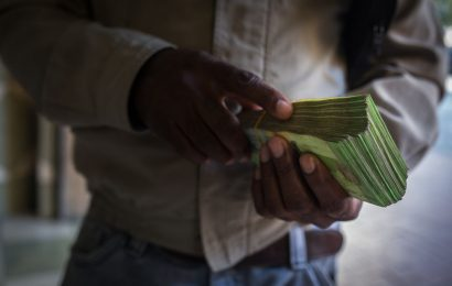 Venezuela Planning New 100,000-Bolivar Bills Worth Just $0.23