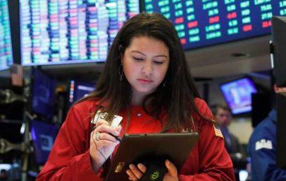 US stocks gains as encouraging labor-market data overshadows stimulus uncertainty