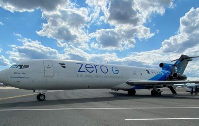 This Boeing 727 lets passengers experience zero gravity by flying crazy maneuvers, and it's now on tour across the US