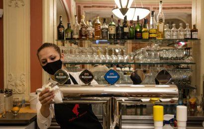 Czechs to Reopen Shops, Restaurants as Virus Spread Slows