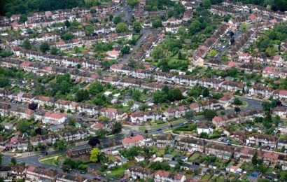 New Yorkers and Londoners Are Ditching Cities for the Suburbs