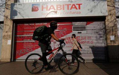 Chileans Raid Their Retirement Cash, Yanking Billions of Dollars