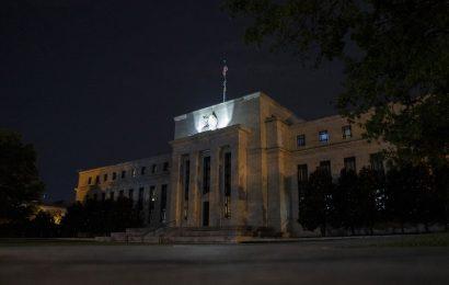 Bond Traders Give Up on Stimulus Hopes, Sending Yields Tumbling