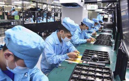 China's Oct. exports surge, imports rise