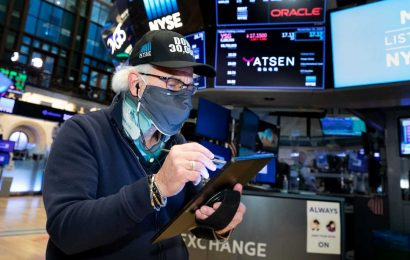 Stock futures flat after markets reach record highs, S&P 500 tops 3,700