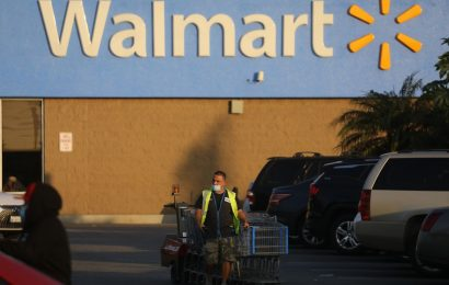 Walmart Announces New Round of Worker Bonuses as Covid-19 Spikes