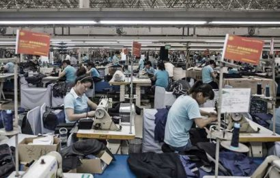 Chinese Clothing Giant Defaults on Second Domestic Yuan Bond