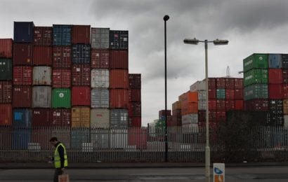 Ports gridlocked and retailers struggling as Brexit deadline looms