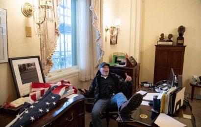 Rioters Breach Nancy Pelosi's Offices, Put Feet On Desks, Leave Menacing Note