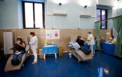 COVID-19 vaccine delays could threaten economic recovery
