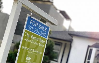 COVID outbreak drives US home sales to 14-year high