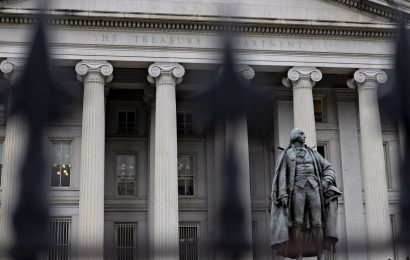 Treasury 10-Year Yield Hits 1% for First Time Since March Tumult