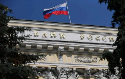 Russia holds key rate at 4.25%, drops talk of possible future cuts