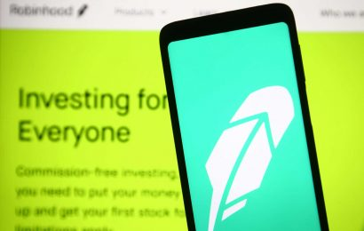 Wall Street clearing firm proposes 1-day trade settlement after Robinhood controversy
