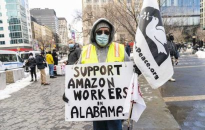 Democratic lawmakers show solidarity for Amazon union vote in Alabama: 'We stand with you'