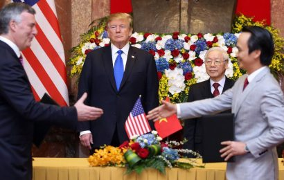 Trump grounds Boeing Air 737 Max planes