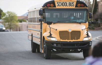 A mom asked her kids to give their bus driver a note saying she was in danger. Her boyfriend was later arrested.