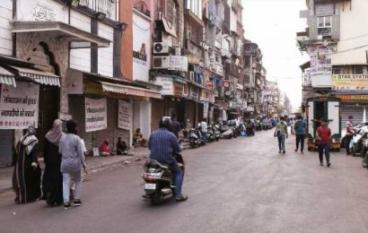 Maharashtra traders body plans to defy Covid curbs, open stores