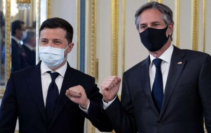 Amid Russian threat, Blinken backs Ukrainian government in critical visit