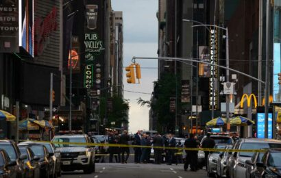 Police: 2 women, 4-year-old girl shot in New York City's Times Square